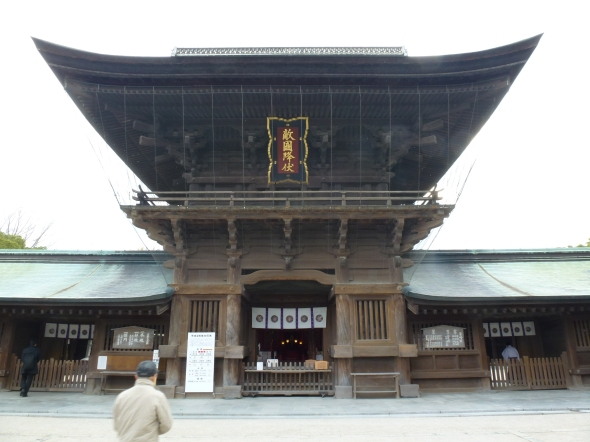 Hakozaki shows a more austere and imposing style of architecture than Iwashimizu, the other of the great three Hachiman shrines I've visited.